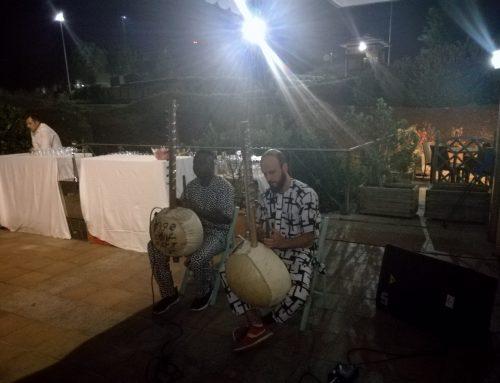 Alberto y Abba tocando en cena benéfica Fundación niños de Guarataro